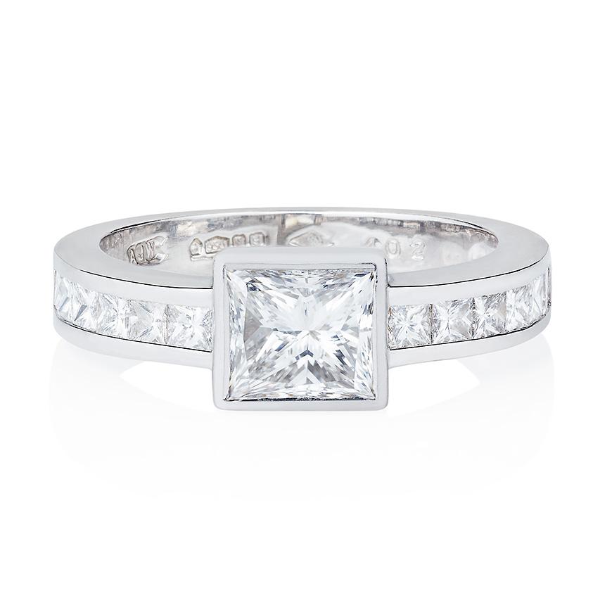 princess_cut_diamond_with_diamond_set_band