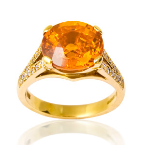 spessartite_ring_with_diamond_shoulders